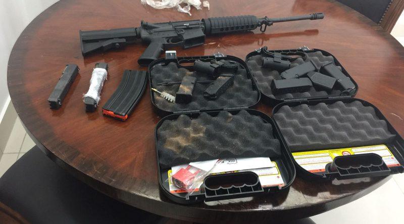 Agentes  del J-2 del Ministerio de Defensa, decomisaron un  rifles M-16 , dos  cañones  para pistolas Glock