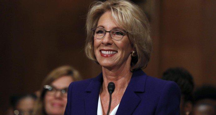 WASHINGTON. El Senado de Estados Unidos confirmó este martes el polémico nombramiento de Betsy DeVos para dirigir el Departamento de Educación,