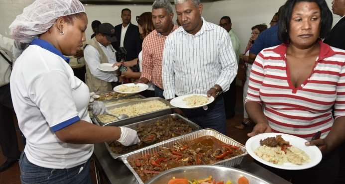 El gobierno pone en funcionamiento un moderno Comedor Económico en Boca de Cachón, en Independencia