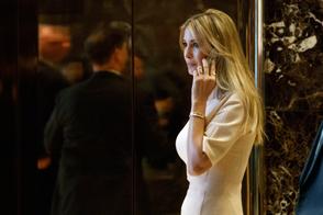 Trump enfrenta empresa por retirar una linea de ropa de su hija