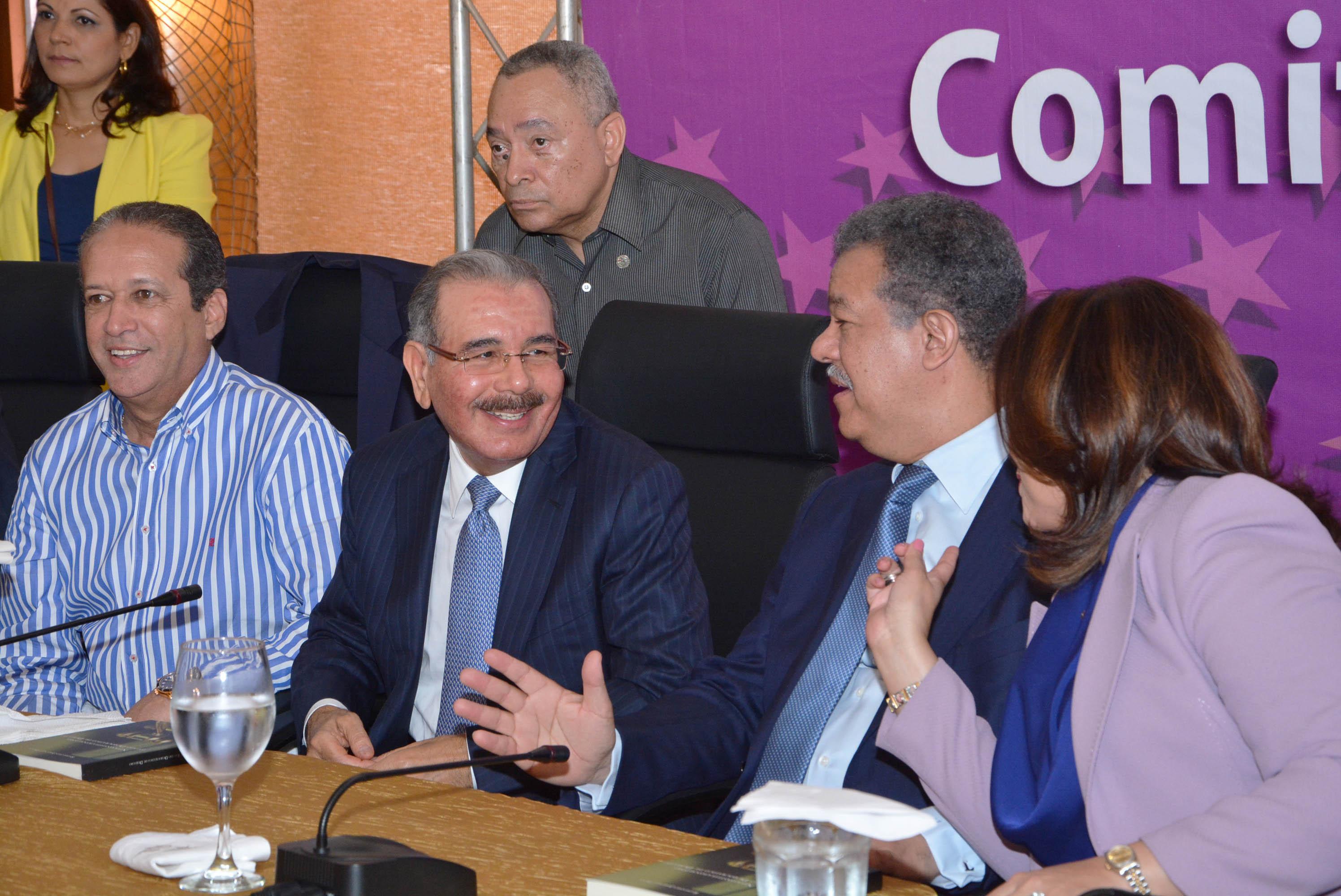 32 de 35 miembros del Comité Político del Partido de la Liberación Dominicana  se reunen en la Oficina Presidencial de esa entidad política.